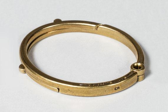 39-brass-latch-cuff